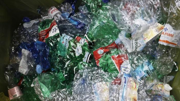 Leserdiskussion: Wo landet deutscher Plastikmüll? Oftmals auf Deponien in Asien und im Meer. Die Recyclingsquote bei Kunststoff verharrt in Deutschland auf einem äußerst geringen Niveau.