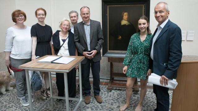Bayerisches Nationalmuseum:  Kunstminister Bernd Sibler übergibt neun Kunstwerke aus dem ursprünglichen Eigentum des Ehepaares Julius und Semaya Franziska Davidsohn an deren Erben