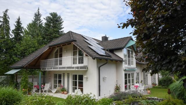 Erneuerbare Energien: Das Haus von Karlheinz Seim ist ein Kraftwerk. 30.000 Euro hat er in den Umbau investiert.