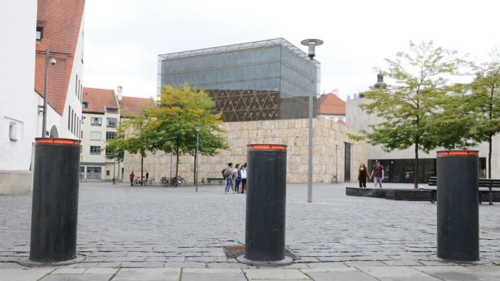 Antisemitismus: Am Jakobsplatz sollen Poller das jüdische Gemeindezentrum vor Angriffen schützen.