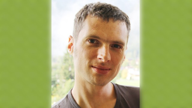 """Öffentliche Bücherschränke: Buchblogger Tobias Zeising sagt: """"Der Ort, an dem ich viel lese, ist profan: die S-Bahn."""""""