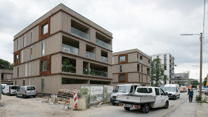 ökologische Holzbausiedlung im Prinz-Eugen-Park (ich hoffe, das ist sie, hatte keine Adresse, aber die Fassaden sind zumindest alle aus Holz.