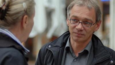 Wahlkampf in München: Roland Fischer (SPD) versucht, schon am frühen Morgen potentielle Wähler zu überzeugen.