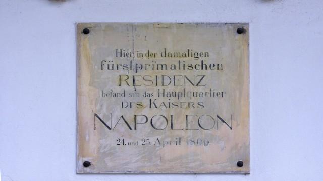 Eine Erinnerungstafel im Dom St. Peter in Regensburg.