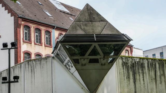 Häftling überwindet Bochumer Gefängnismauer