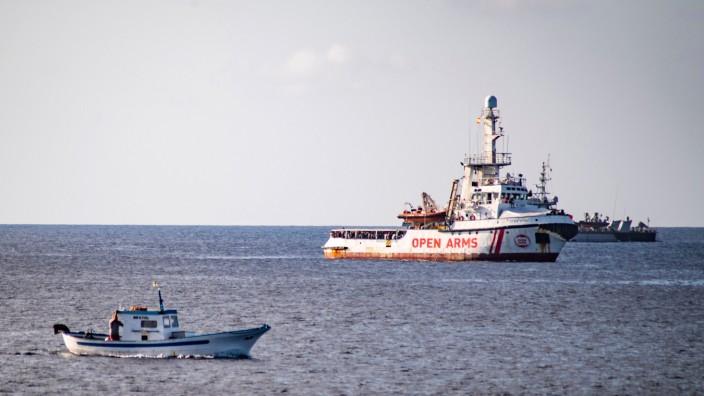 Rettungsschiff Flüchtlinge Mittelmeer