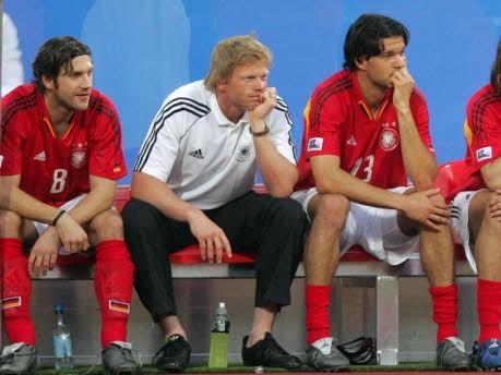 Foto: ddp, Torsten Frings, Oliver Kahn und Michael Ballack auf der Ersatzbank der Fußball-Nationalmannschaft, Confederations Cup 2005