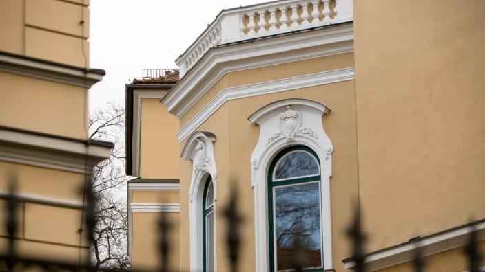Palais Hohenzollern, Maria-Theresia-Straße 17, direkt am Europa-Platz. russische Botschaft