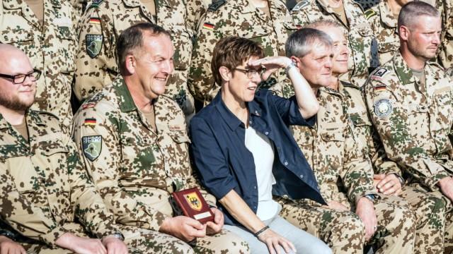 Annegret Kramp-Karrenbauer im Nordirak
