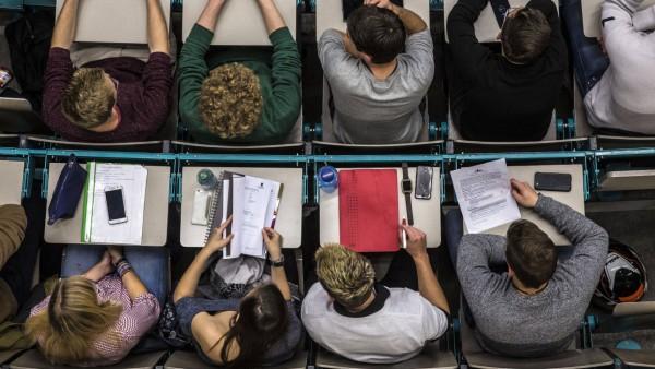 Studium: Studenten in einem Hörsaal der Johannes-Gutenberg-Universität in Mainz