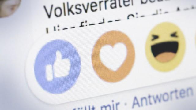 Symbolfoto zum Thema hate speech Hassrede in sozialen Medien In einem Kommentar auf facebook ist