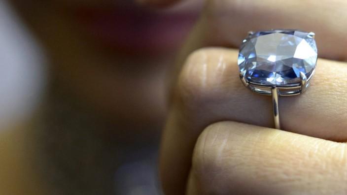 Weil ihm ein Goldgeschäft lediglich Diamanten mit einem einfachen Brillantschliff verkaufte, darf ein Käufer vom Vertrag zurücktreten