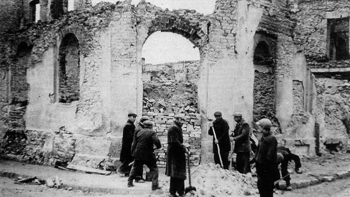 Zerstörtes Wielun, 1939