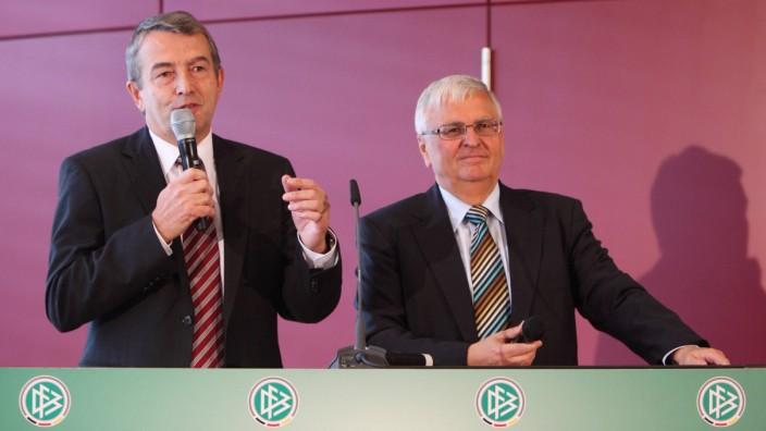 DFB Generalsekretär WOLFGANG NIERSBACH li und DFB Präsident THEO ZWANZIGER beide Deutschland a