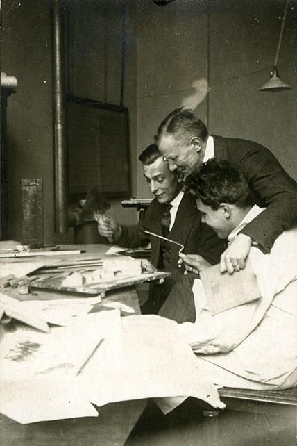 Bauhaus, für Bauhaus-Sonderseiten: Zum Block Ernst Neufert