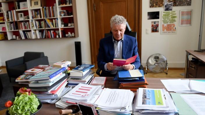 Münchens Oberbürgermeister Dieter Reiter in seinem Büro im Rathaus.