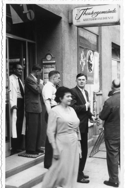 Theatergemeinde München: Der Eingang zur Geschäftsstelle der Theatergemeindein in den Fünfzigerjahren.