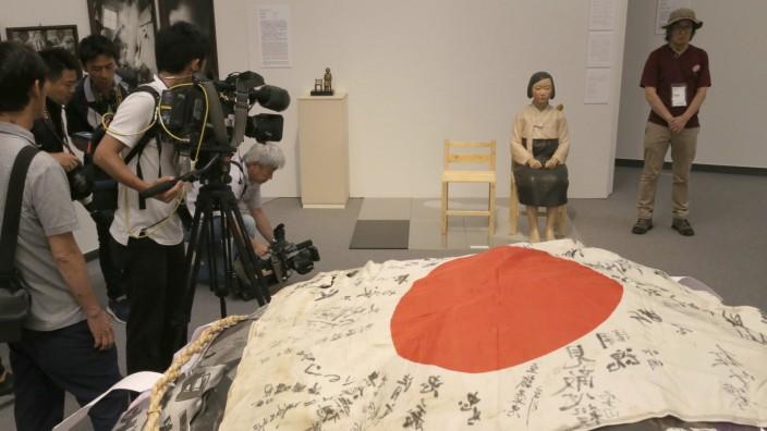 """Japan: Immer noch ein wunder Punkt: Kim Seo Kyungs und Kim Eun Sungs Skulptur einer koreanischen """"Trostfrau""""."""