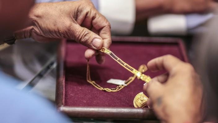 Gold Sales At Zaveri Bazaar During The Auspicious Day Of Akshaya Tritiya