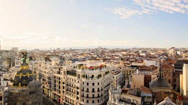 The skyline of Madrid in Spain creative PUBLICATIONxINxGERxSUIxAUTxONLY Copyright JAYxMIDx xPhoto