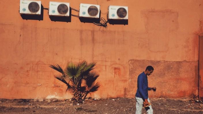 Technik: Kühlen das Haus, aber heizen die Erde weiter auf: Klimaanlagen in Marokko.