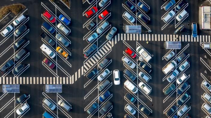 Parkplatz mit großen Parkbuchten für SUV s REAL Discounter Heessen Am Schacht III Hamm Ruhrgeb