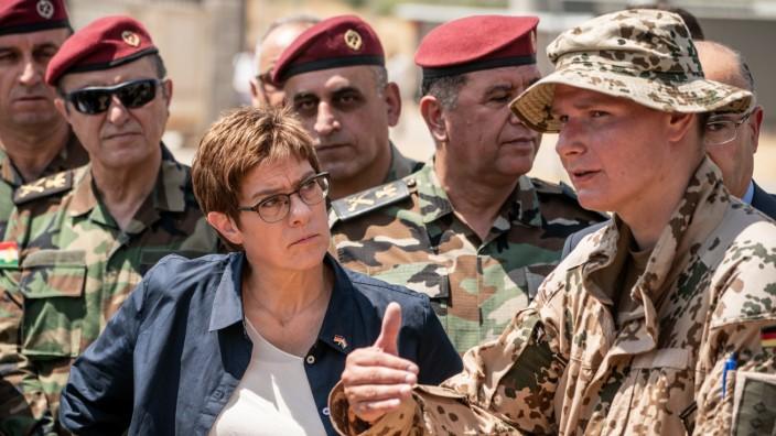 Bundeswehr: Annegret Kramp-Karrenbauer beim Truppenbesuch im Irak
