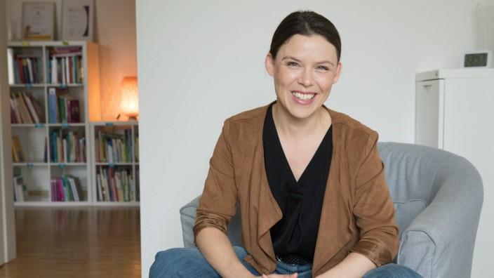 Tita Kern, Gründerin und fachliche Leiterin der Stiftung, die sich um die Langzeitbetreuung von traumatisierten Kindern kümmert, AETAS-Kinderstiftung, Baldurstr. 39.