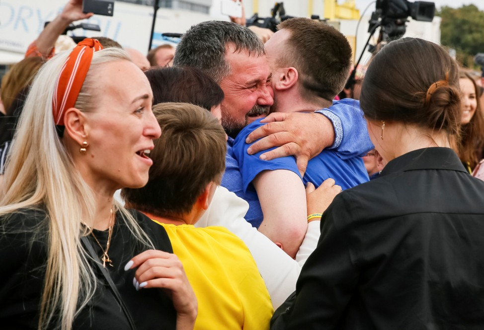 A recentlyexchanged Ukrainianprisoner is greeted by his relatives upon arrival in Kiev after Russia-Ukraine prisoner swap, at Borispil International Airport, outside Kiev
