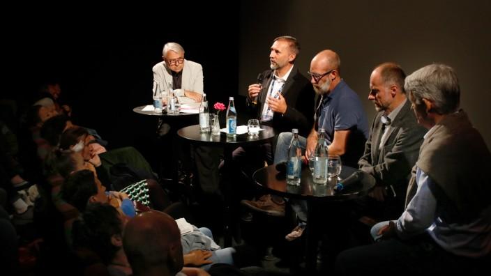 Architekten sprechen über große und kleine Häuser; Architekturgespräch im Seefelder Kino