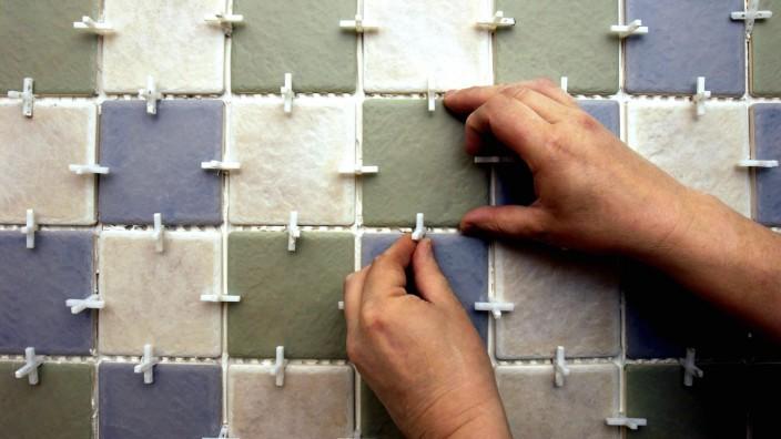Tiling the bathroom Tiling the bathroom PUBLICATIONxINxGERxSUIxAUTxONLY ZB5351_241724_0496