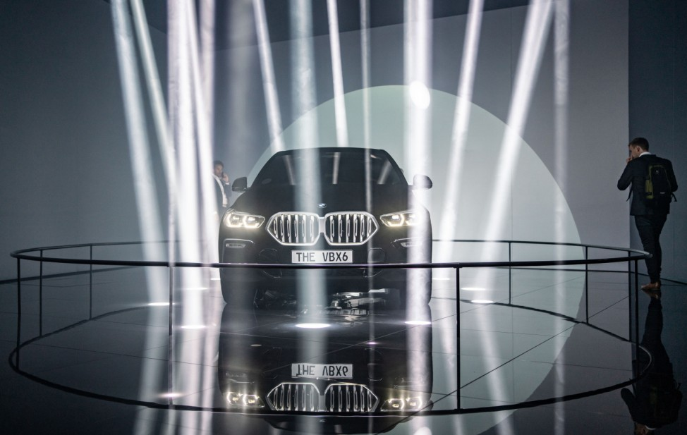 Hingucker trotz Lichtschlucker: BMW zeigt X6 in Nano-Schwarzlack