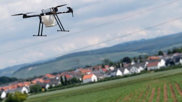 Landwirtschaft mit Satellit und Drohne