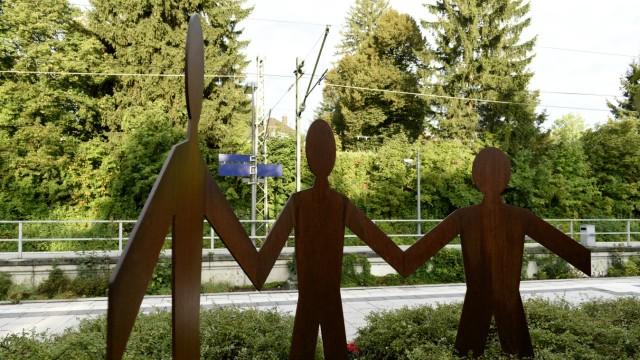 Dieses Denkmal am S-Bahnhof in Solln soll an Dominik Brunner erinnern.