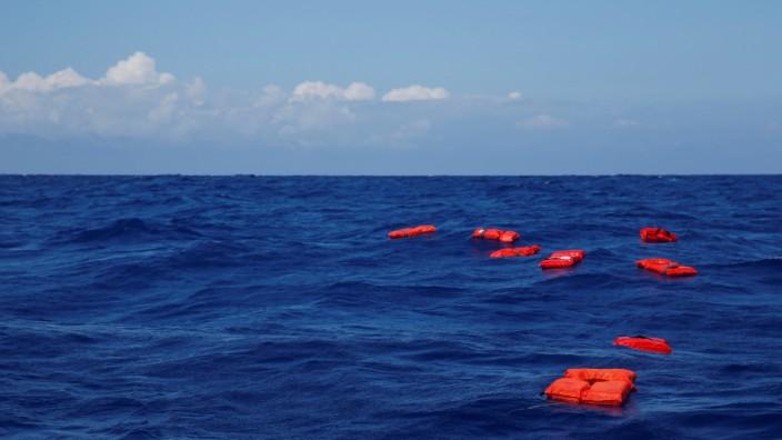 """Flüchtlinge im Mittelmeer - Rettungsübung der NGO """"Sea-Eye"""""""