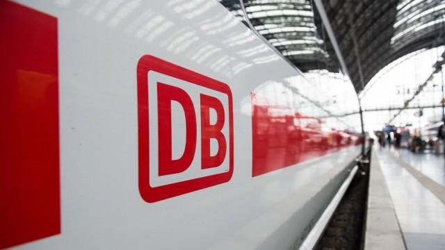 Deutsche Bahn - ICE in einem Bahnhof
