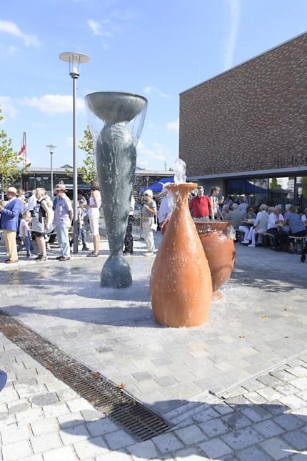 Kultur- und Bildungszentrum: Der Stimmung beim Bürgernachmittag und während des Festabends tat das Malheur kaum einen Abbruch.