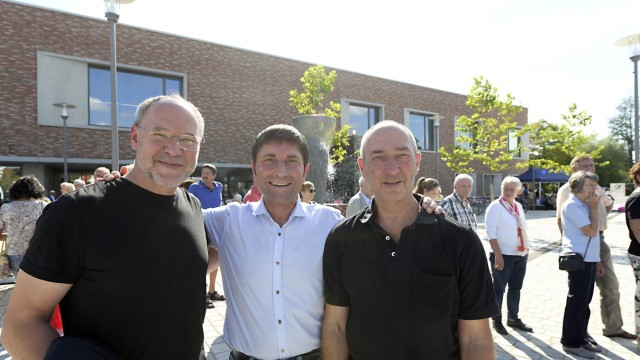 Kultur- und Bildungszentrum: Weitermachen: VHS-Direktor Lothar Stetz, Bürgermeister Andreas Kemmelmeyer und Musikschulleiter Johannes Mecke (von links).