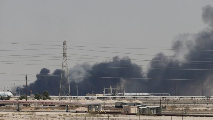 Saudi-Arabien: Brennende Ölraffinerie nach einem Drohnenangriff 2019
