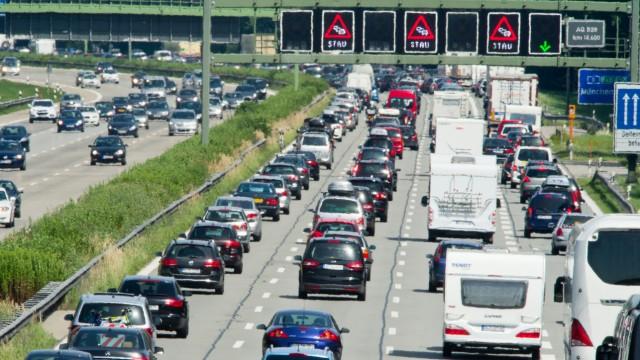 Stau-Knigge:Was Autofahrer im Stau nicht tun dürfen