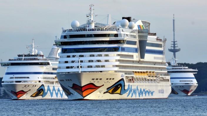 AIDA Schiffsparade in Kiel