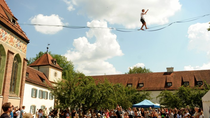 """Slackliner Lukas Irmler bei """"White Ravens Festival"""" in München, 2018"""