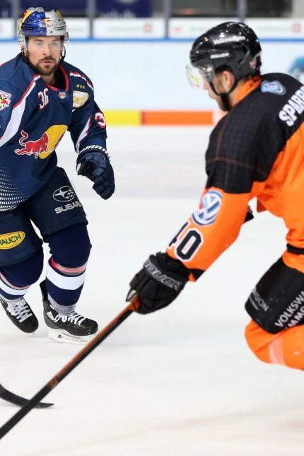 Ice hockey Eishockey DEL RB Muenchen vs Wolfsburg MUNICH GERMANY 02 DEC 18 ICE HOCKEY DEL D