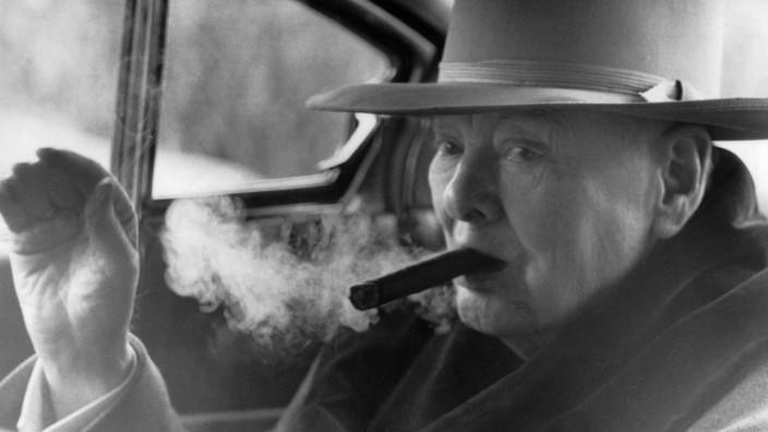 Sir Winston Churchill leaves Hotel de Paris for Aride 12th April 1963 Zigarre rauchen Raucher PU