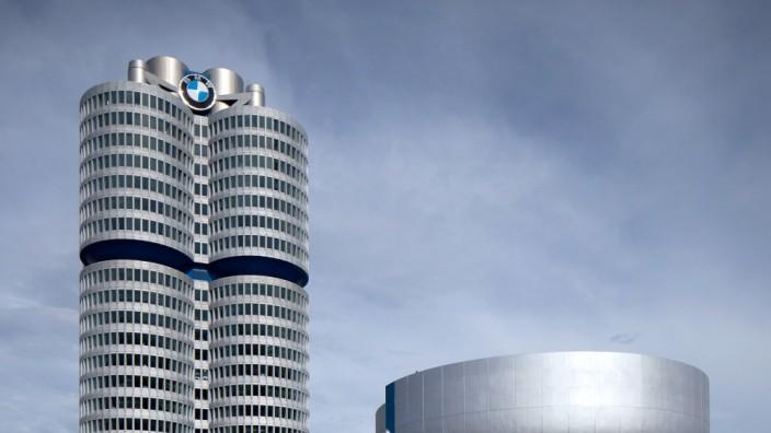 """Das BMW Hochhaus der """"Vierzylinder"""" und das BMW-Museum in München, 2013"""