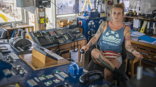 Captain Pia Klemp Brücke Sea-Watch 3