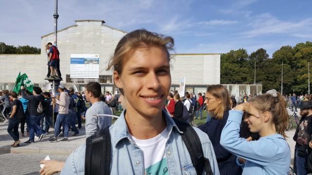 Lukas Wernsdorfer bei der Klima-Demo in München - Umfrage
