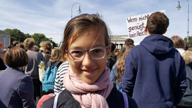 Nina Pfaller bei der Klima-Demo in München - Umfrage