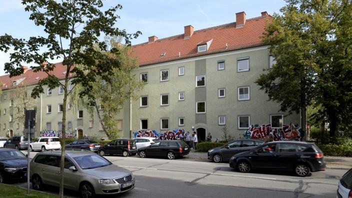 Moosach: Kunst bis zum Abriss: Im Abbruch-Gebäude Baubergerstraße 17 eröffnet Ende September ein sozial-kulturelles Zwischennutzungsprojekt.