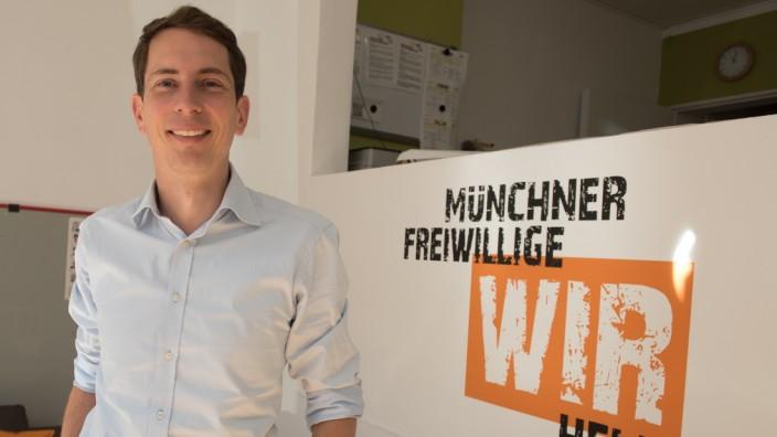 Makler mit Sinn für Soziales: Mischa Kunz vermittelt in seiner Freizeit Wohnungen nicht für viel Geld, sondern um Bedürftigen bei der Wohnungssuche zu helfen.